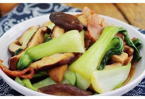 竹笋烧牛筋,牛腱炖土豆,培根香菇油菜,皮蛋拌馓子