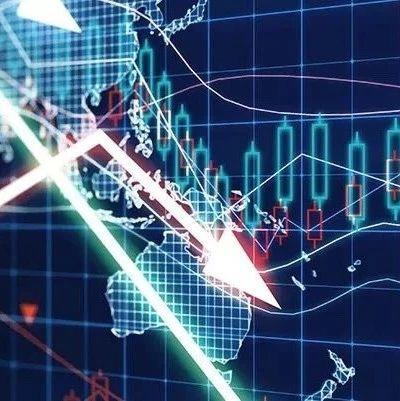 创业板指跌近6%!白酒板块重挫 两市超200股跌停