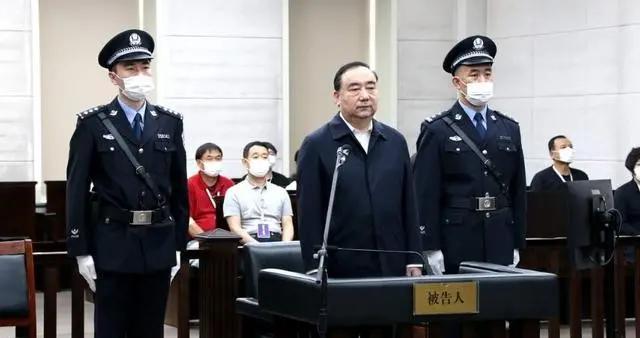 呼和浩特市委原书记云光中受贿案一审开庭 被控受贿9432万余元