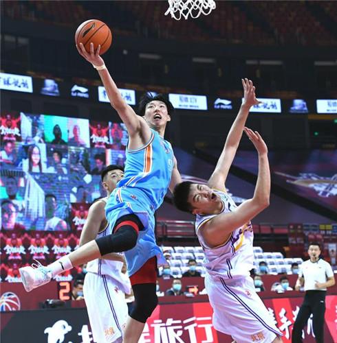 马布里:周琦是NBA级别球员新疆队配合很默契