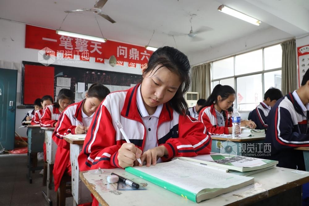 江西湖口:不让一名考生因汛情缺考