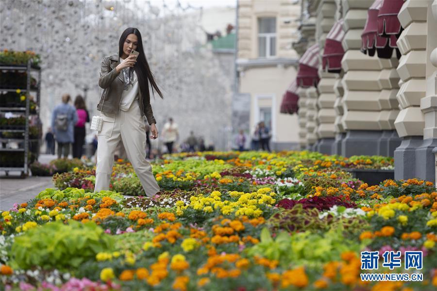 莫斯科古姆百货商场举办花卉节