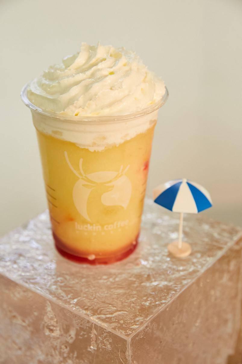 瑞幸牛油果森林瑞纳冰拍了拍你,最潮的春夏流行色喜欢吗?