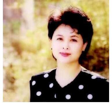 """央视""""铁面美人""""肖晓琳,55岁客死异国,与撒贝宁的关系浮出水面"""
