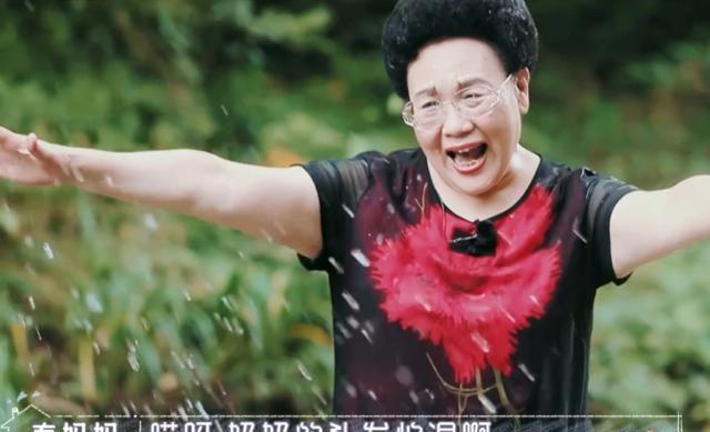 秦昊妈妈最在乎的发型,看到玩水后变成啥样,难怪每天都要发型师
