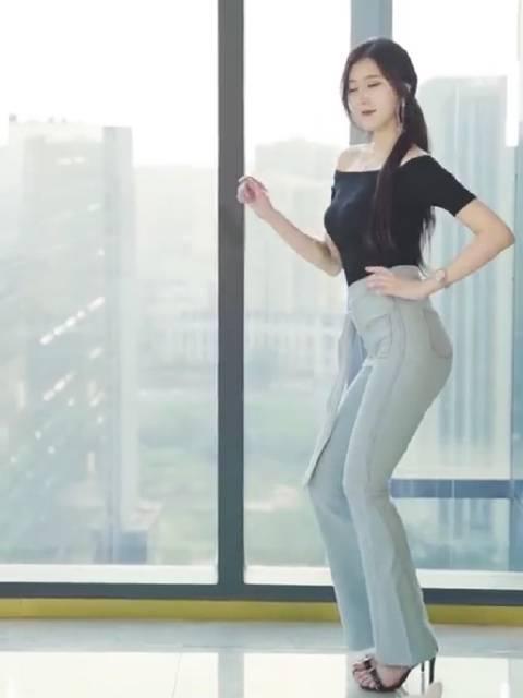 舞蹈系学姐,美吗?