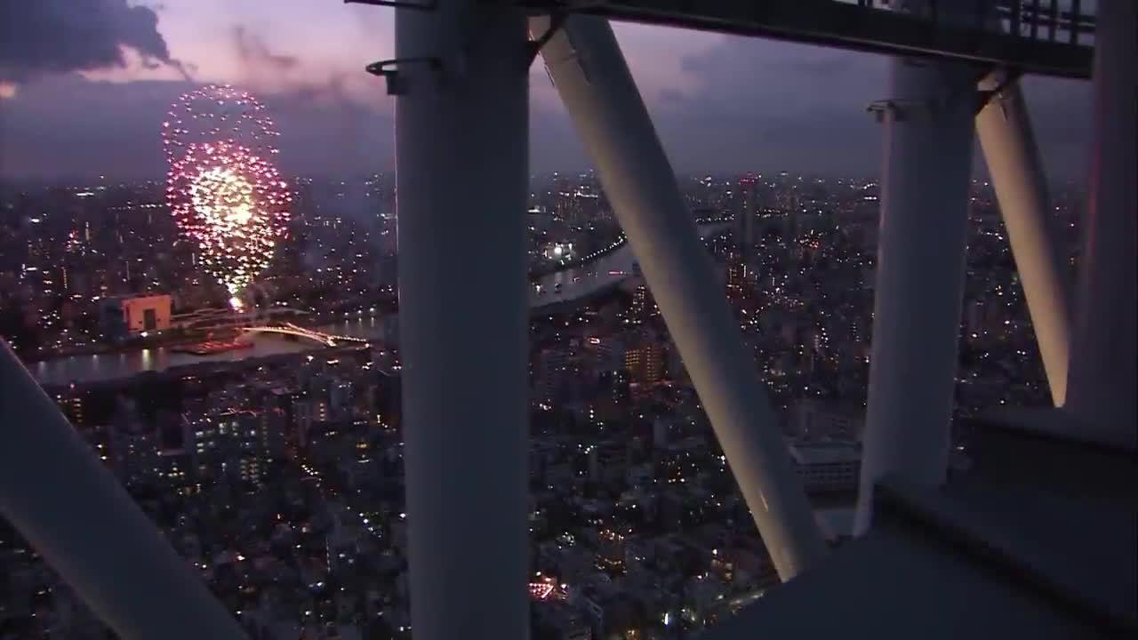 从东京晴空塔展望台看花火大会是什么样的呢?