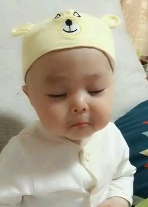 1岁宝宝因为调皮被妈妈批评,宝宝随后的反应,好萌