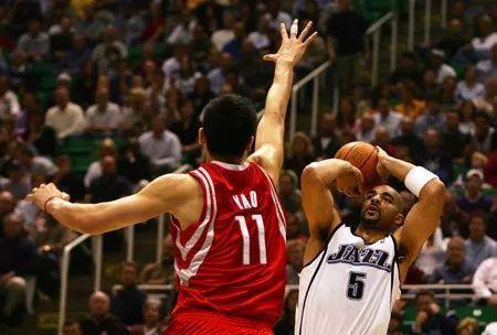 姚明在NBA8年生计5次赛季最佳阵型,却0次最佳防卫阵型