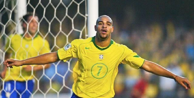 近三十年来,巴西足坛的七大左脚天才——卡洛斯排第二