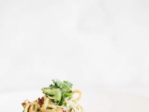 鳄梨意大利面可以用十分钟制作,更美味,更有营养