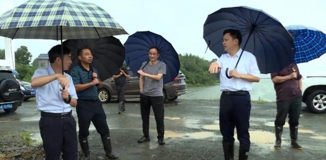 廖兴辉监督临湘市路北区的防洪工作