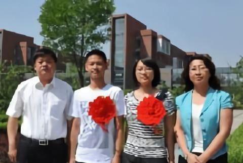 她是内蒙高考状元,成绩一直保持在年级前5,最终选择北京大学