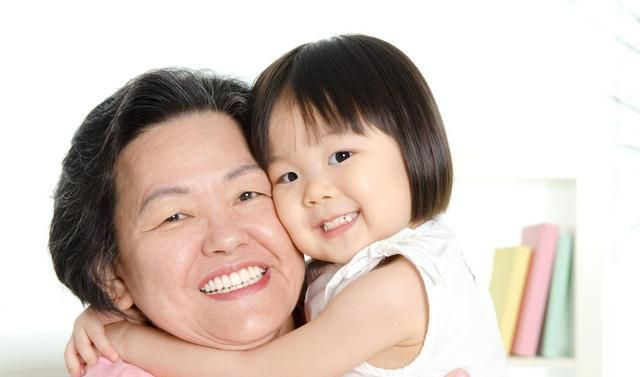 """学会5个""""隔代育儿术"""",宠爱不溺爱的爷爷奶奶,才能教好下一代"""
