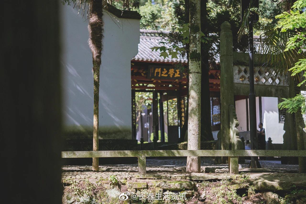 白鹿洞书院(江西九江) 白鹿洞书院,是中国四大书院之一