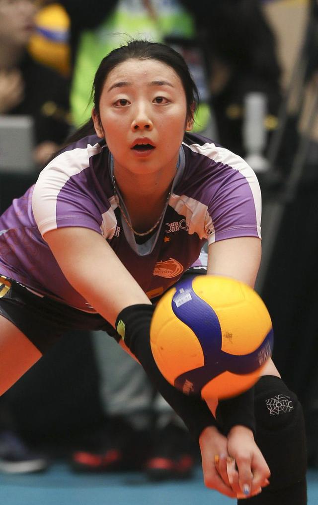 她和魏秋月同为津门姐妹,颜值不输魏秋月,球技却相差悬殊,怅惘