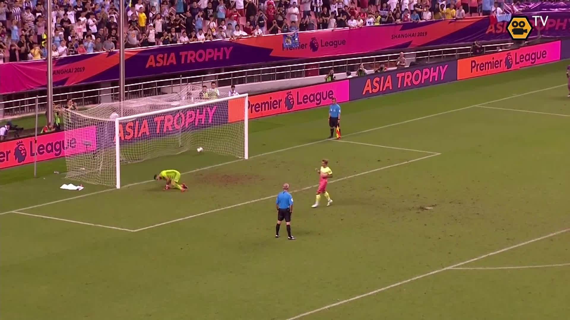 去年的今天,在上海举行的英超亚洲杯决赛……