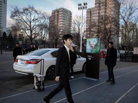 王俊凯自拍新鲜出炉,却遭到调侃,粉丝:想挨打!