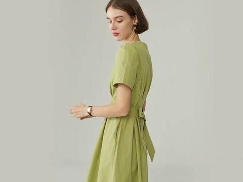 今年流行的鳄梨色连衣裙,夏日洋气十足