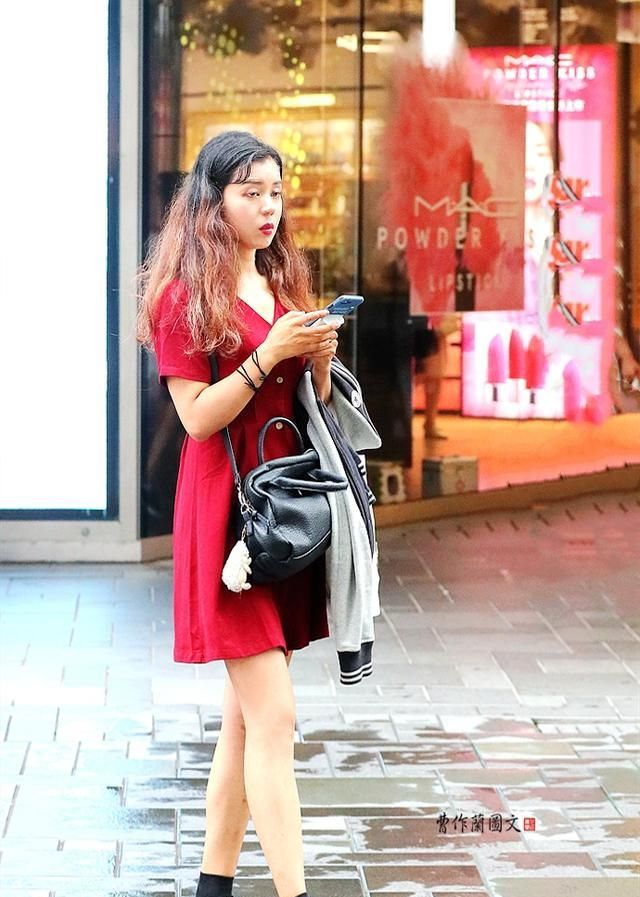 为什么穿牛津鞋的美女比较少?难道古典与知性风格不易搭配?