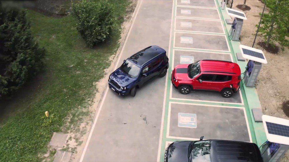 视频:Jeep发布全新插电混动版的指南者和自由侠