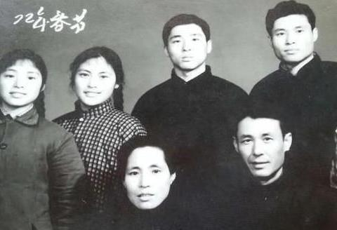 1980年《刑场上的婚礼》演陈铁军,宋晓英现实却嫁星二代低调幸福