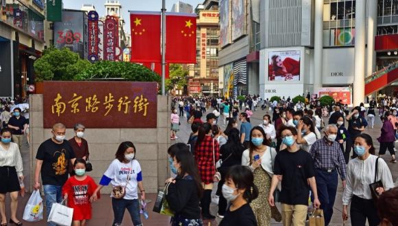 上半年消费图谱:上海超2万,云南逆势增长 | 中国经济半年报⑥