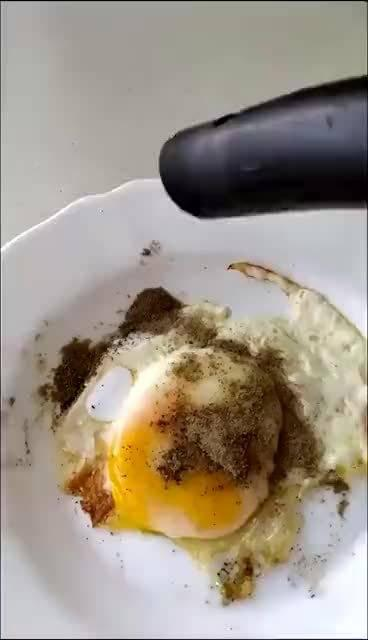 康康用吸尘器吸撒多了的胡椒粉是个什么体验……