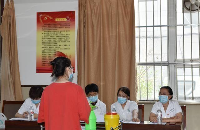 唐山市人民医院科教科组织检验人员进行新型冠状病毒核酸检测实操