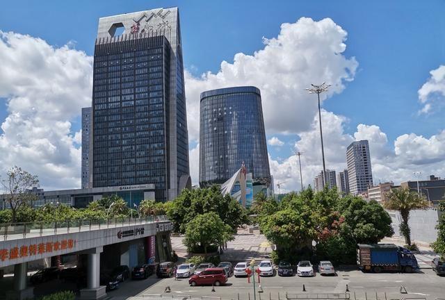 平湖华南城实拍:偌大的市场,显得有些冷清,地铁开通后能否逆转