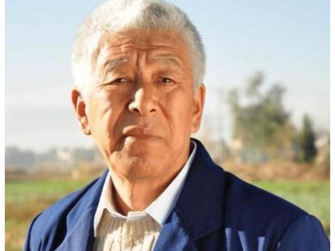 """演员张洪杰,养瘫痪妻子被三个孩子""""吸血"""",75岁仍不敢退休"""