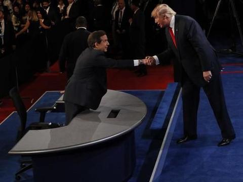 与华莱士专访沦为吵架 特朗普选情如何救亡?