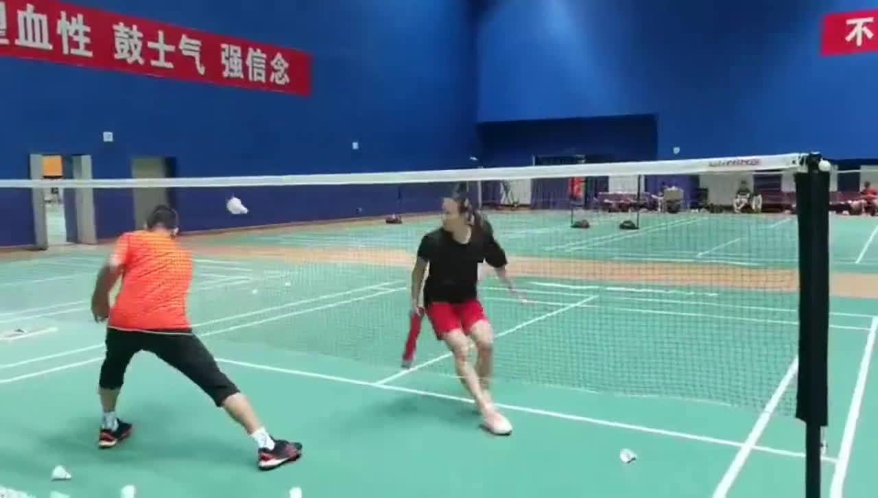 黄雅琼的球桶挑战 网前高手就是这样诞生的 看着好累