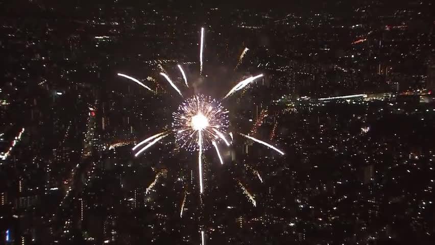 从东京晴空塔展望台拍摄的花火大会集锦……