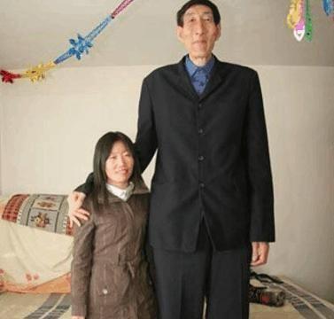 中国第一巨人鲍喜顺:不听医生忠告执意生下一子,孩子正常吗?
