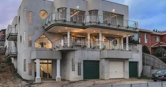 澳洲最丑豪宅卖了几年,降价几十万才卖出,大家来感受一下这画风