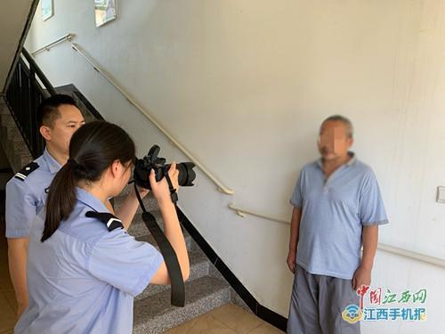 资溪公安民警上门服务为老人办理二代居民身份证(图)