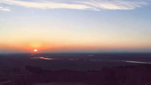 白天燥热渐散,七星山上看落日。(沈阳侯伟)