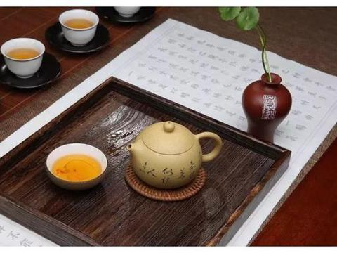 """黑茶""""越陈越香"""",红茶保质期多久?存放多久的红茶最好喝?"""