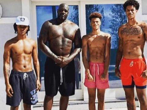 若NBA球星腹肌分等级:詹皇B级 威金斯A级 而他SSS级