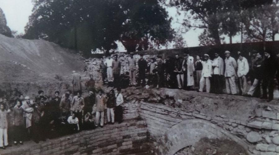 纪录片《定陵传奇》 明定陵是中国惟一被主动发掘的帝陵……