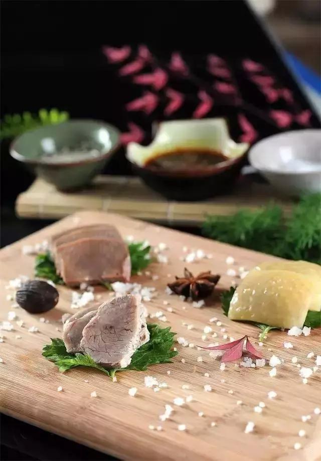 精选美食:凉拌豆角、三味蒸鮰鱼、本味雪盐三宝、凉拌烤麸的做法