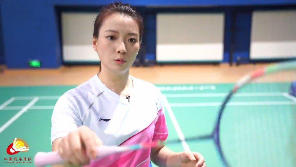 黄雅琼给业余羽毛球爱好者上网课……