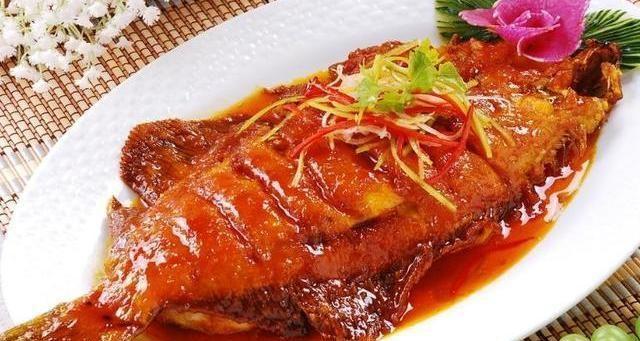 家常美食推荐:糖醋浇汁扁口鱼,花生咸鱼煲,酸甜烤麸