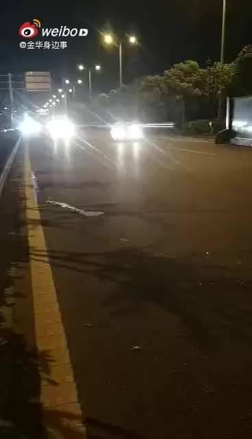 视频:女子驾驶本田艾力绅,车内安全气囊爆炸