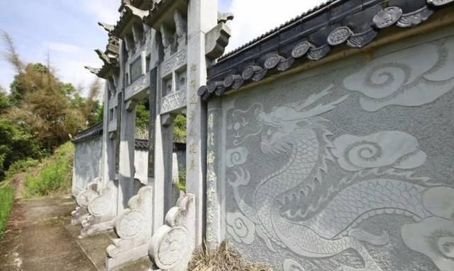 温州豪华坟墓仿若旅游景点 主人15年前就开始营建 目前仍在世