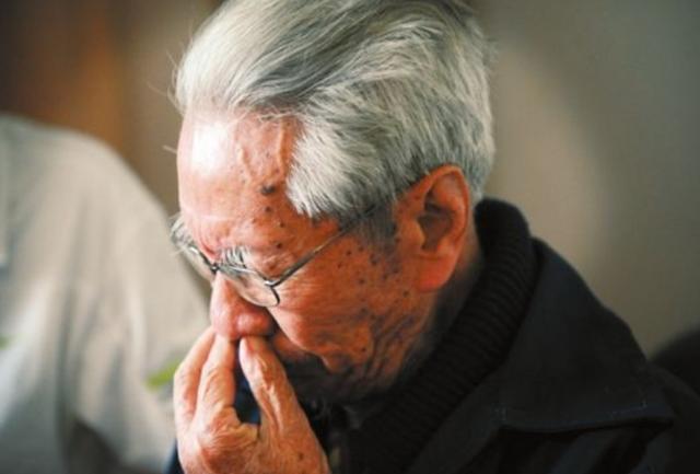"""""""不要把孩子养得太优秀"""",70岁大爷含泪哭诉,讲述育儿真理"""