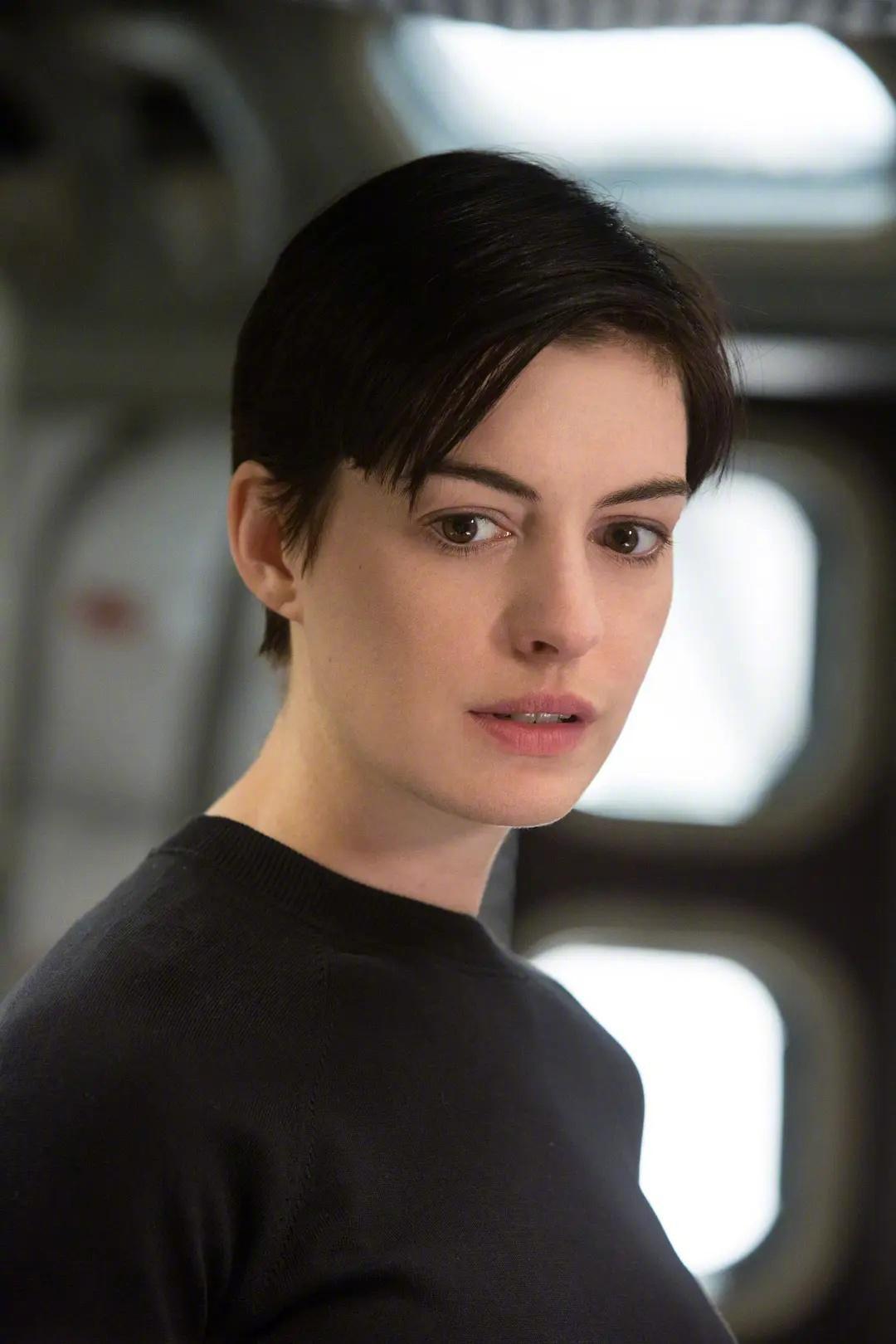 马修麦康纳和安妮海瑟薇主演的《星际穿越》将于8月2日重映……