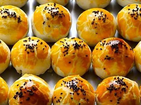 营养好吃的蛋黄酥,咸香酥脆零添加,做法简单,大人孩子都爱吃