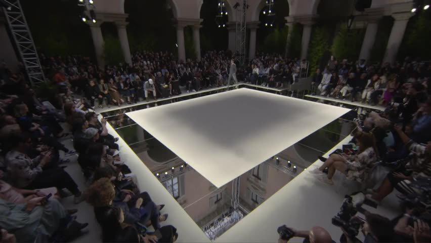 乔治·阿玛尼(Giorgio Armani)2020春夏时装秀,让人眼前一亮!
